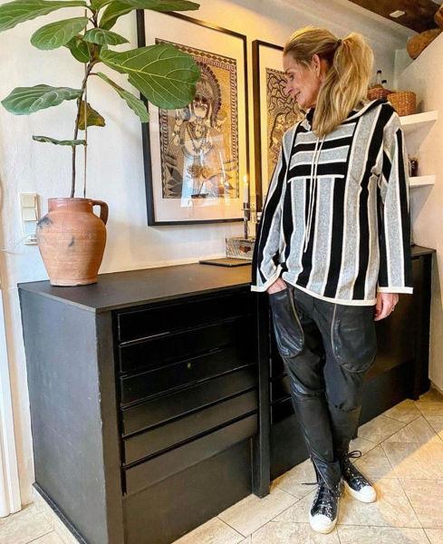 MW23 Strik Bluse Med Hætte Black Stripe